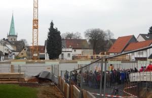 Die Bauarbeiten mitten in der Stadt stießen immer auf viel Interesse bei den Bürgern.