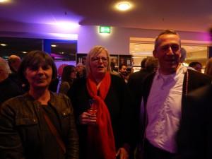 Kunst trifft Baukultur: (v.l.) Christine Bonatz, beim LWL Münster die Fachfrau für Baukultur, mit ihrem Ehemann und Barbara Weicken, der Vorsitzenden des Architekturforums Unna.