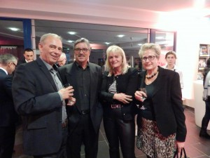 Halten die Unnaer Kultur hoch: (v.l.) Bürgermeister Werner Kolter, FLU-Chef Klaus Göldner, Angelika Becker und Sigrun Krauß von den Kulturbetrieben.