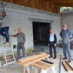 Gemeinsam leben, gemeinsam Zukunft planen, gemeinsam bauen: (v.l.) Henning Kohlhage, Schwiegervater Heinrich Hueck, Karl Maas und Lothar Schulte. (Fotos: Simone Melenk)